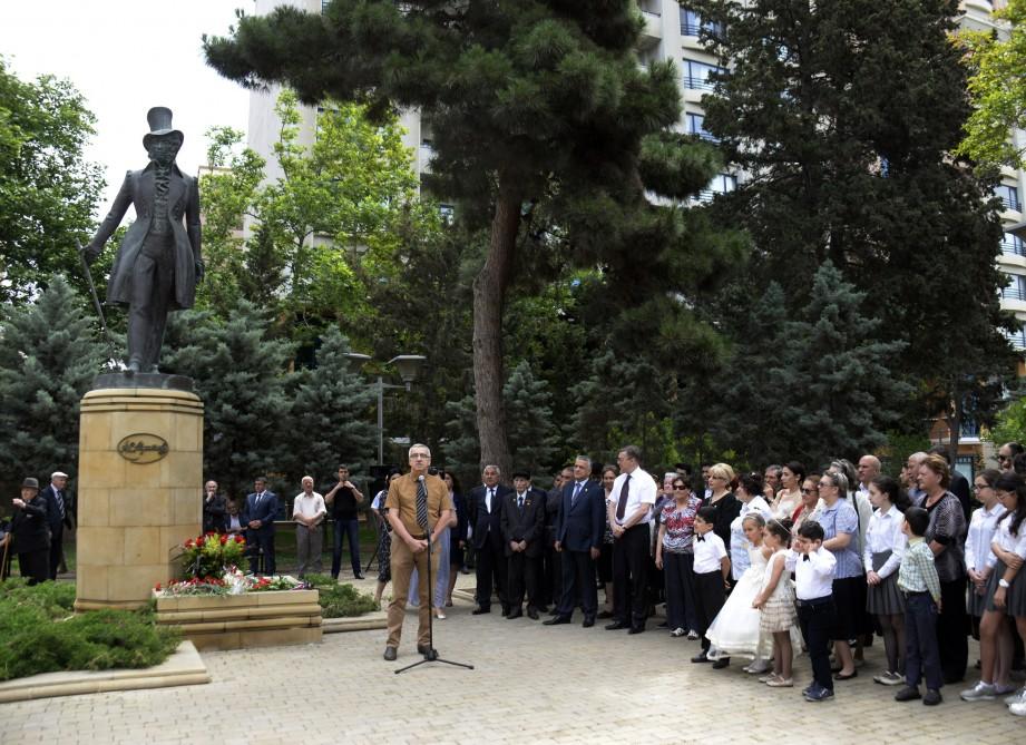 герои памятник пушкину в баку фото интервью страницах